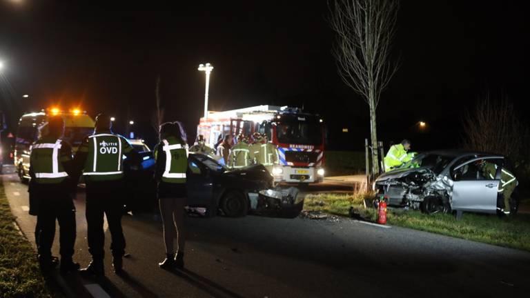 De brandweer moest de inzittenden uit hun auto bevrijden. Foto: Sander van Gils/SQ Vision