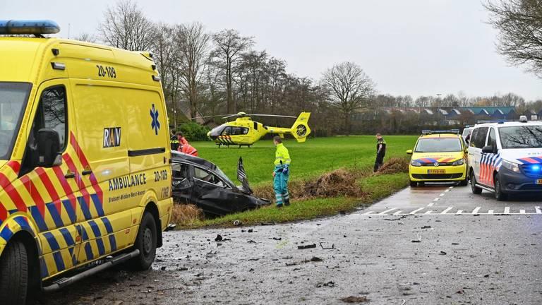 De automobilist overleefde het ongeluk in Rucphen niet (foto:Tom van der Put/SQ Vision Mediaprodukties).