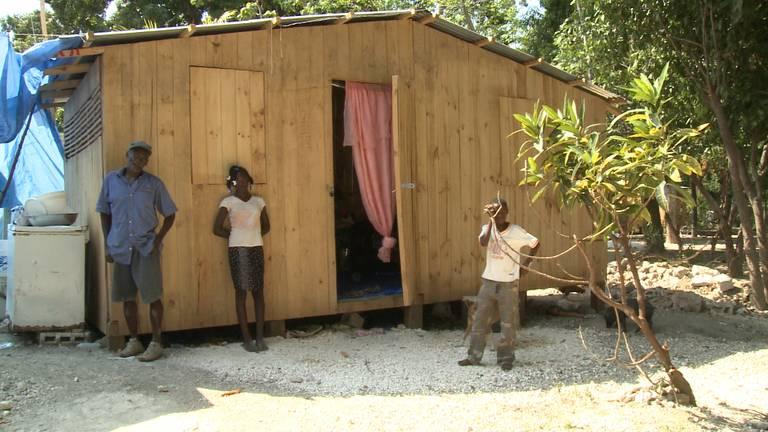 Een houten woning van Stichting Homeplan uit Breda op Haïti.