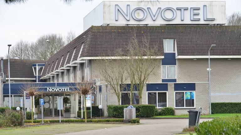 Het elftal werd uit dit hotel gezet. (Foto: Perry Roovers/SQ Vision)