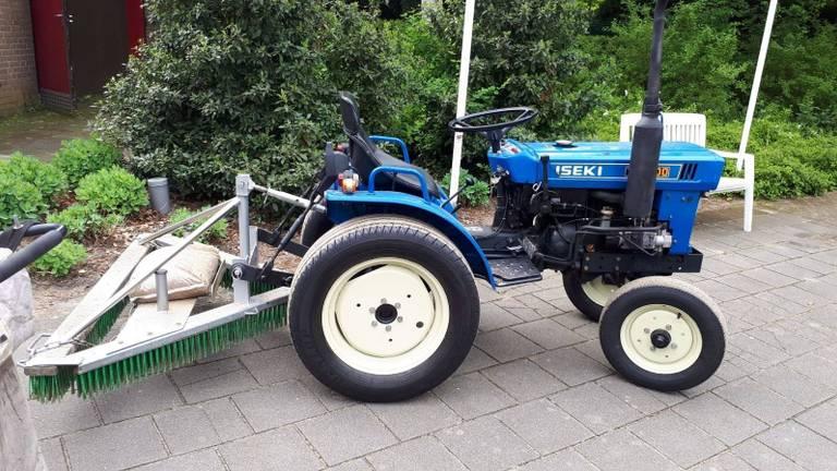 Een van de gestolen tractoren bij de tennisvereniging van Loon op Zand. (Foto: politie)
