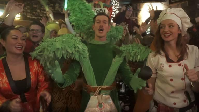 Voor biologieleraar Bart Stoop komt een droom uit nu zijn carnavalsnummer een succes is.