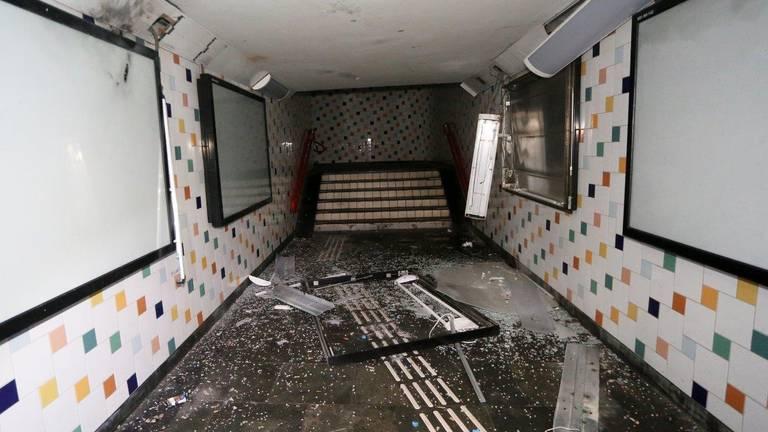 Een beeld van de schade in de voetgangerstunnel (foto: Bart Meesters/Meesters Multi Media).