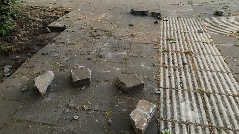 Er werd onder andere met stenen gegooid. (Foto: Bart Meesters)