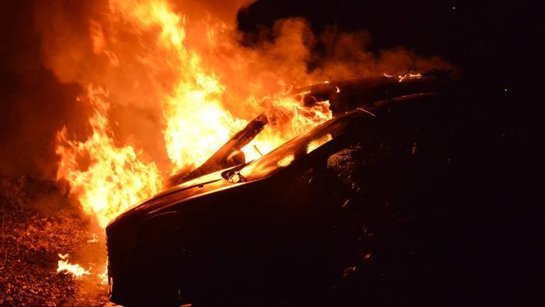 Autobrand aan de Galderseweg in Breda (foto: Perry Roovers/SQ Vision)
