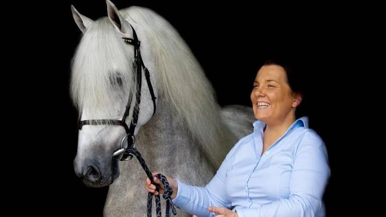 Aniek van Santvoort met paard (foto: Aniek van Santvoort)