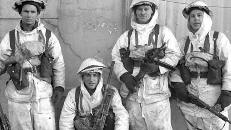 Canadese militairen bij Kapelsche Veer, januari 1945