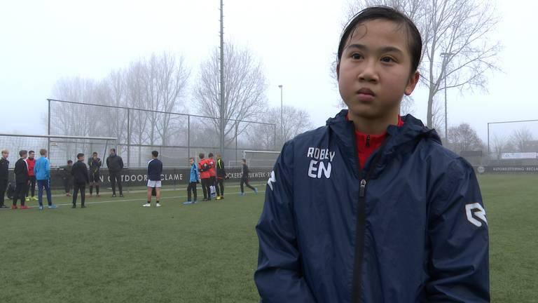 Eva Nguyen na de training bij BSV Boeimeer in Breda. (foto: Raoul Cartens)