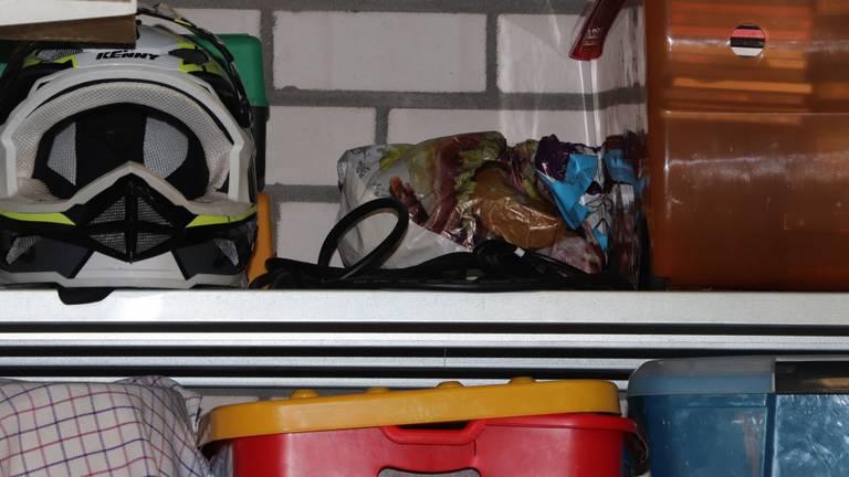 De fentanyl lag voor het grijpen in het schuurtje (Foto: Openbaar Ministerie)