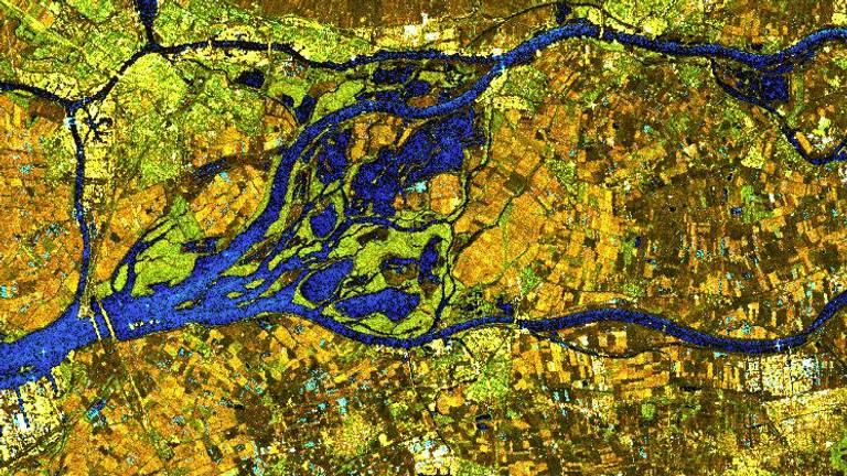 Luchtfoto van de Biesbosch met een volgelopen Noordwaardpolder