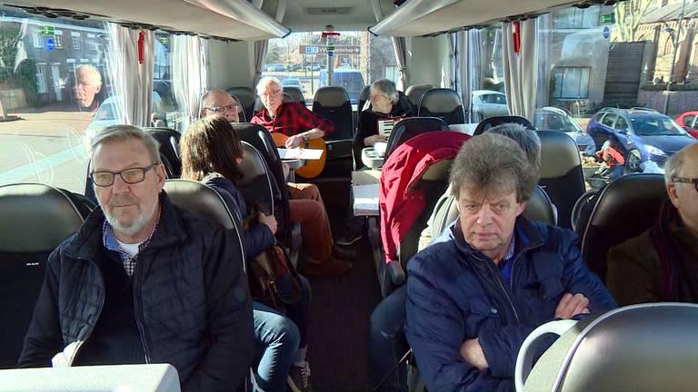 Met de bus van Schaijk naar Zeeland voor een handtekening.