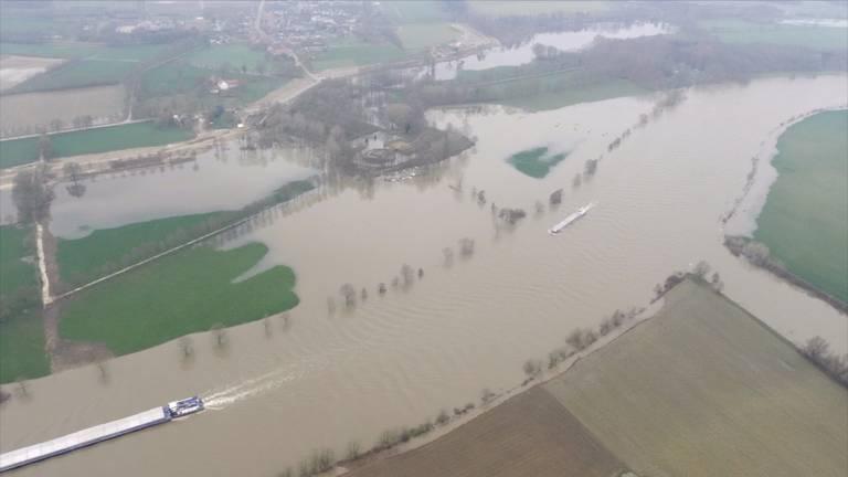 Rijkswaterstaat bekijkt de situatie vanuit de lucht