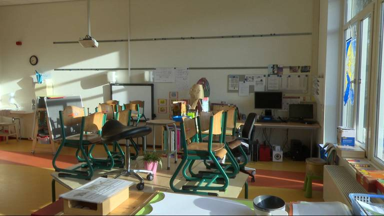 Lege klaslokalen door corona: de komende weken zal het niet anders zijn (foto: archief).