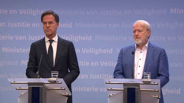 Rutte en Van Dissel tijdens de persconferentie afgelopen maandag.