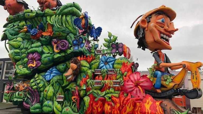 Een van de vele carnavalswagens die vanwege de storm niet kon deelnemen aan de optocht (foto: CV De Dwarsliggers).