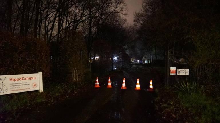 De politie heeft de oprit afgesloten (foto: SQ Vision).