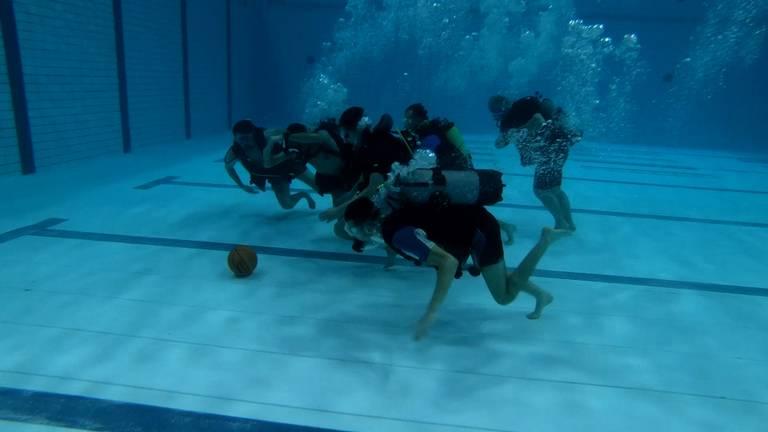Onderwatervoetbal in Eindhoven