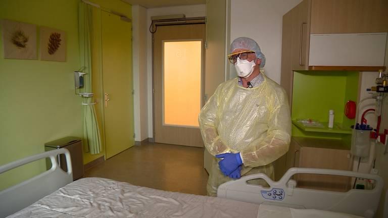 In het Tilburgse ziekenhuis is een speciale kamer ingericht voor coronapatiënten.