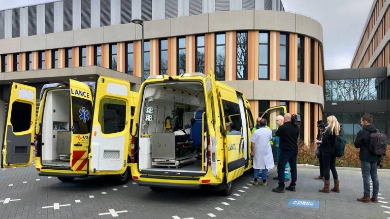 Ambulances voor het Amphia Ziekenhuis in Breda (archieffoto: Raoul Cartens)