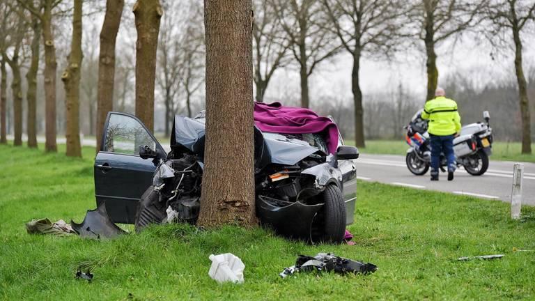 De bestuurder is overleden (foto: SQ Vision Mediaproduktie /Toby de Kort).