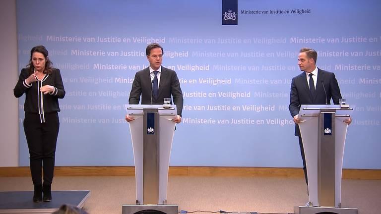 Premier Rutte en minister De Jonge tijdens een eerdere persconferentie (archieffoto).