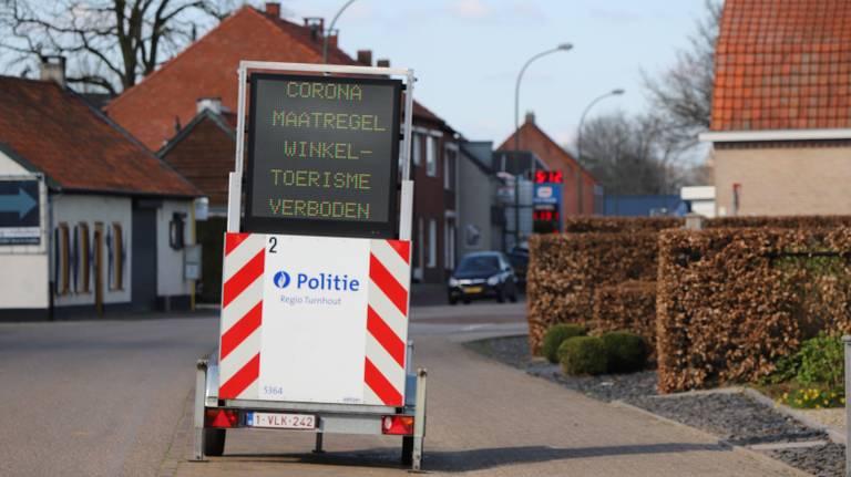 Shoppen in Belgische winkels in Baarle-Hertog is verboden, ze zijn dan ook gesloten.