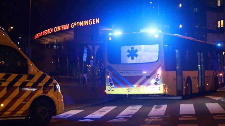 Ambulancebussen met Brabantse coronapatiënten in Groningen.