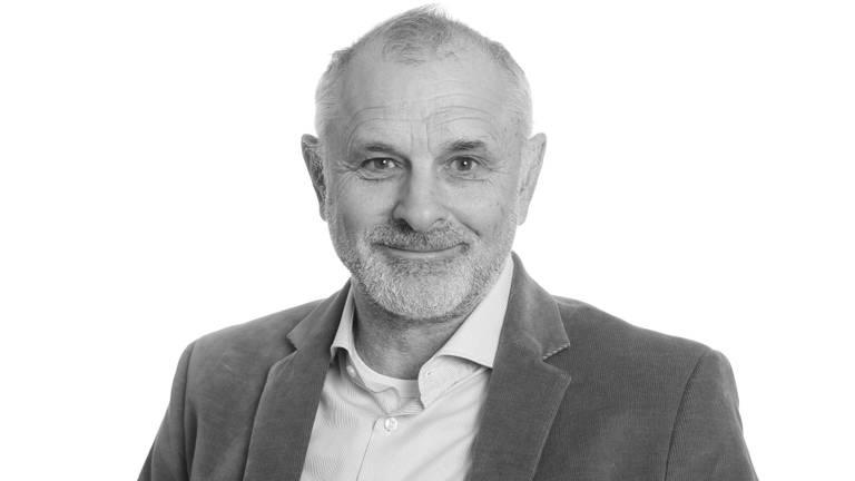 Grard van der Zanden is directeur van de BSOB: tandenknarsend hoort hij de radiospotjes van No Cure No Pay-bedrijven aan.