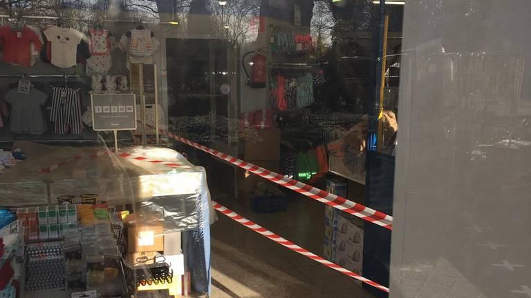 De Zeeman is in Baarle-Naussau in tweeën gesplitst (Foto: Onno de Bruin)