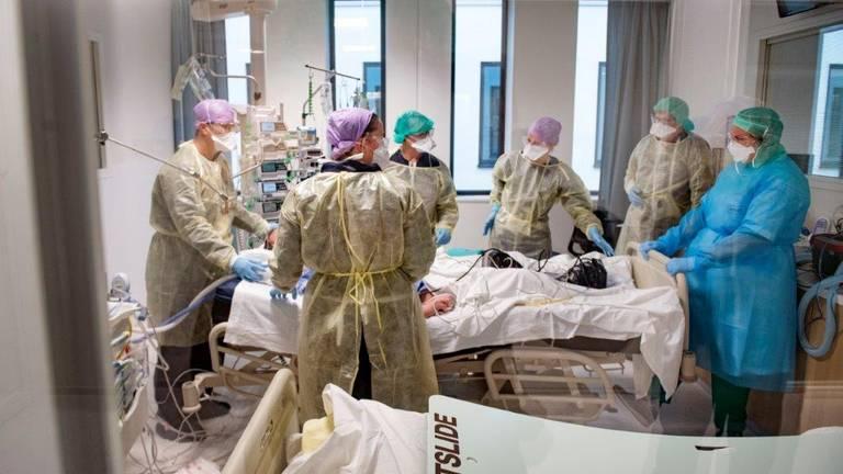 De behandeling van coronapatienten in Het Amphia Ziekenhuis in Breda (foto: ANP).