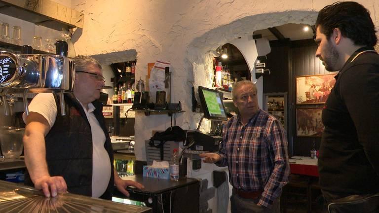 Medewerkers van Da Attilio in Breda praten over de coronacrisis. (foto: Raoul Cartens)