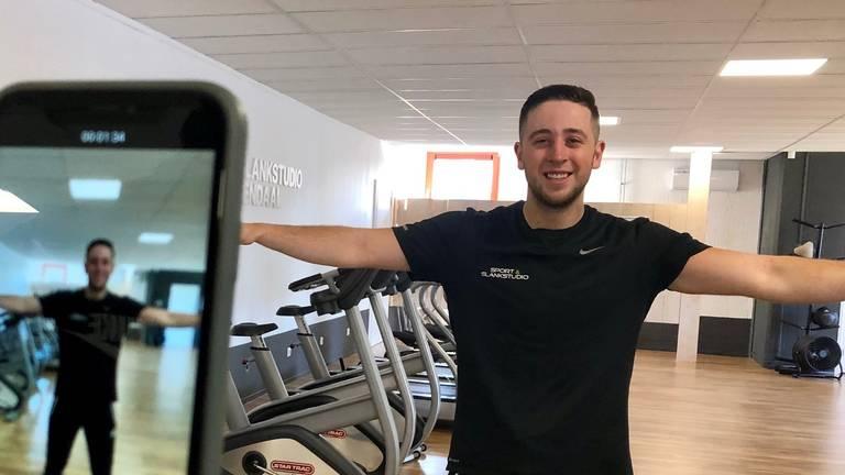 Fitnesscoach Jordy Stes geeft online workouts tijdens coronacrisis (Foto: Erik Peeters)