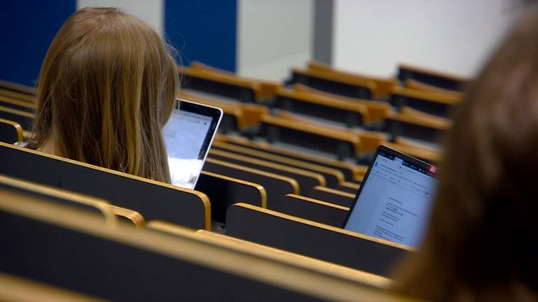 Door corona waren er alleen nog online colleges.