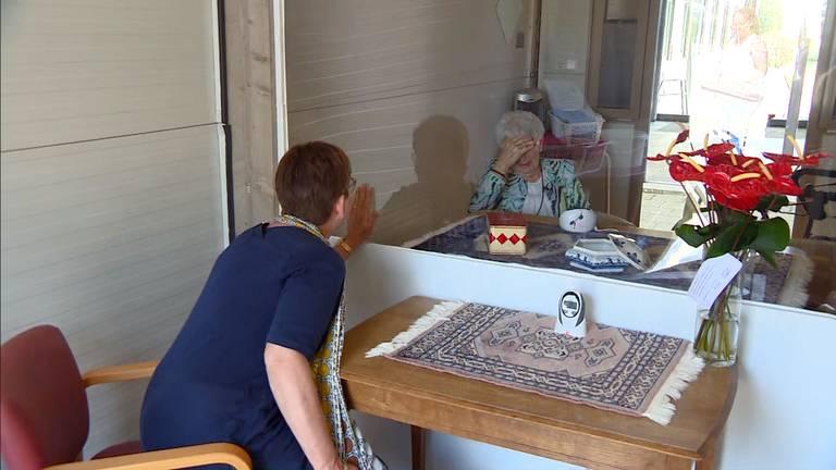 Ellen en Minny kunnen elkaar weer zien in de speciale bezoekcabine (Archieffoto).