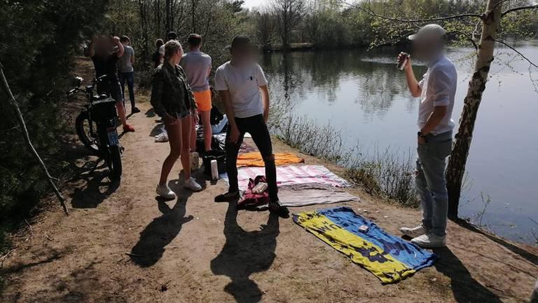 De jongeren waren aan het chillen bij de Galderse Meren (foto: Facebook politieteam Weerijs).
