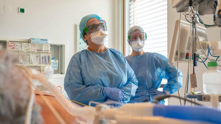 Verpleegkundigen op de intensive care.