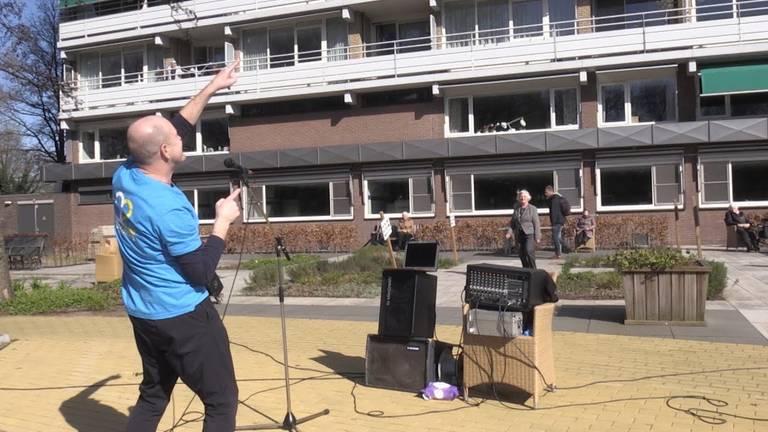 Een optreden bij Het Laar (foto: Omroep Tilburg)