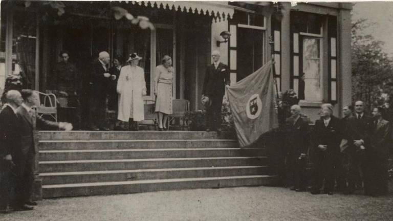 De trappen van Anneville met de koningin (foto: erfgoedweg Breda)