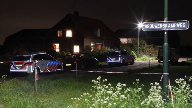 De politie deed onderzoek bij het huis in Sint-oedenrode (foto: Sander van Gils/SQ Vision).