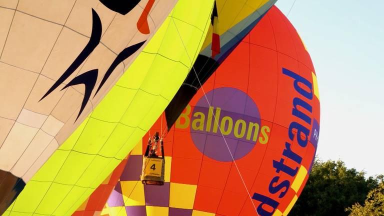 Ad Haarhuis in Breda gaat van heteluchtballonnen schorten voor in de zorg maken.