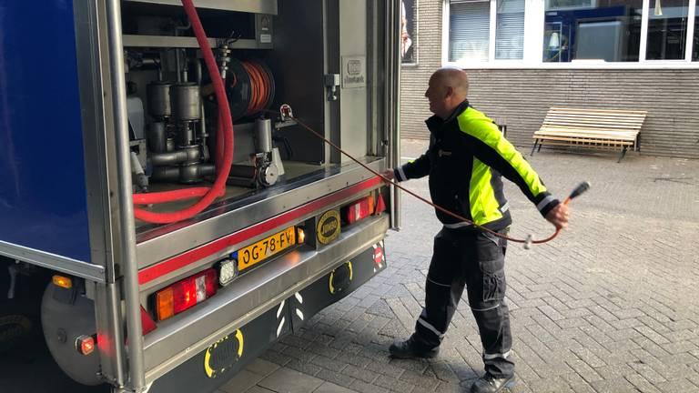 Robert Otten levert bier aan een kroeg in Eindhoven (Foto: Alice van der Plas)