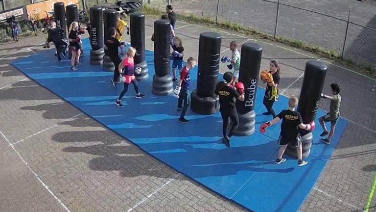Sporten op anderhalve meter (Foto: Masato Roosendaal).