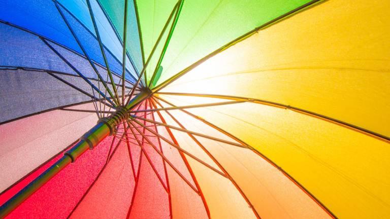 De parasol kan weer bijna worden opengeklapt.