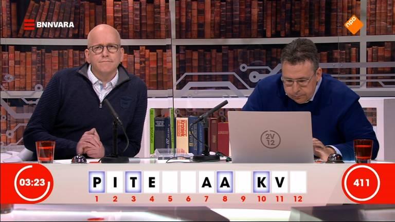 Kristian en Maarten achter de desk bij 2 voor 12