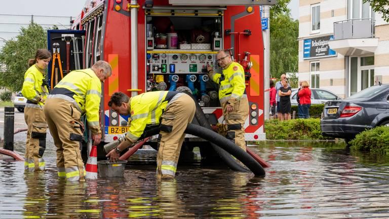De brandweer is ook te hulp geschoten (Foto: Iwan van Dun).