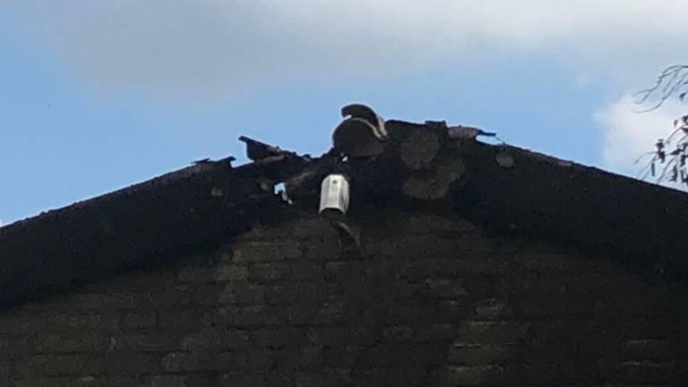Een bewakingscamera voor de garagedeur overleefde de brand