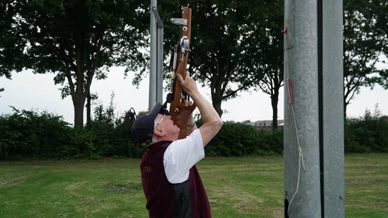 Het gilde kan weer kruisboogschieten (foto: Jos Verkuijlen)