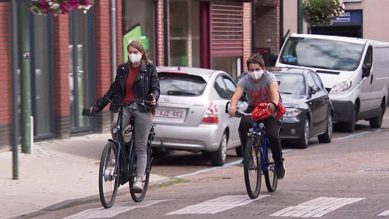 In Baarle-Hertog moeten mensen een mondkapje dragen.