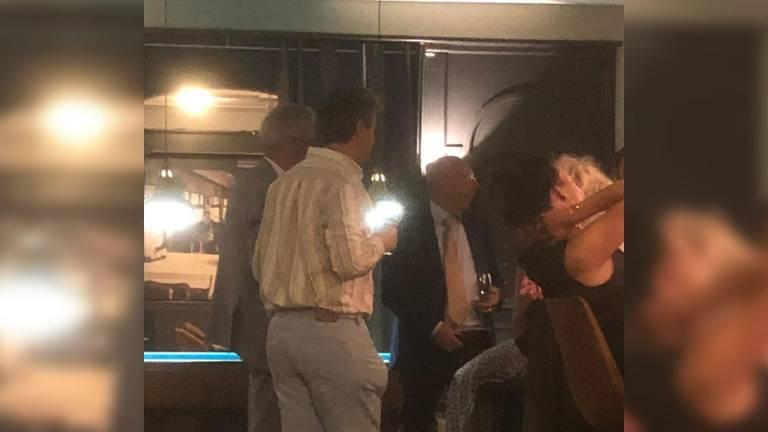 De burgemeester werd op 30 juni gespot in het café (foto: Studio040).