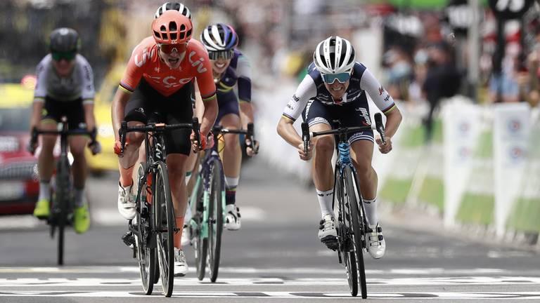 Vos (in het oranje) werd vorig jaar tweede in de Tour voor vrouwen, toen nog een eendagskoers (foto: ANP).